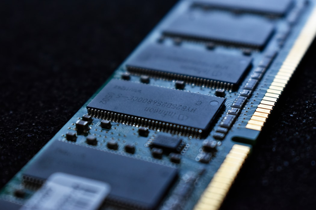 Pamięć RAM – co warto wiedzieć? Sprzedaż pamięci RAM.