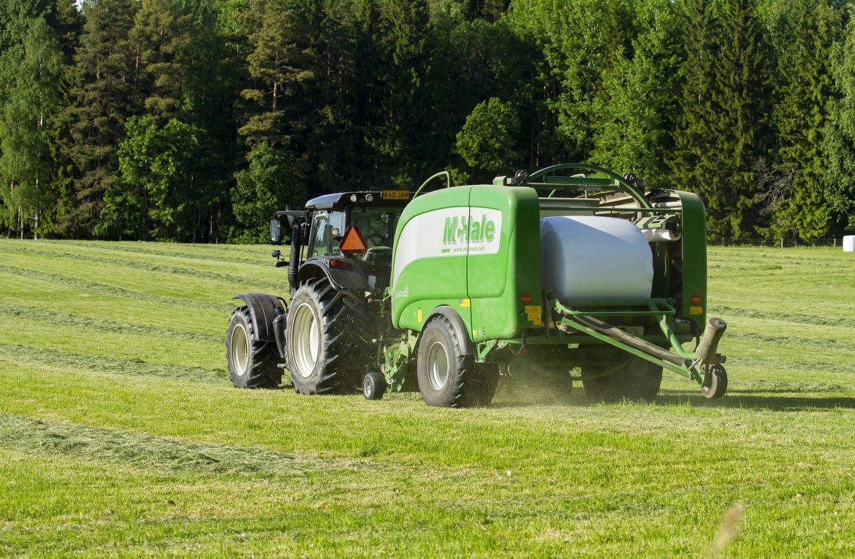 Jakie maszyny rolnicze można znaleźć w gospodarstwach rolnych?