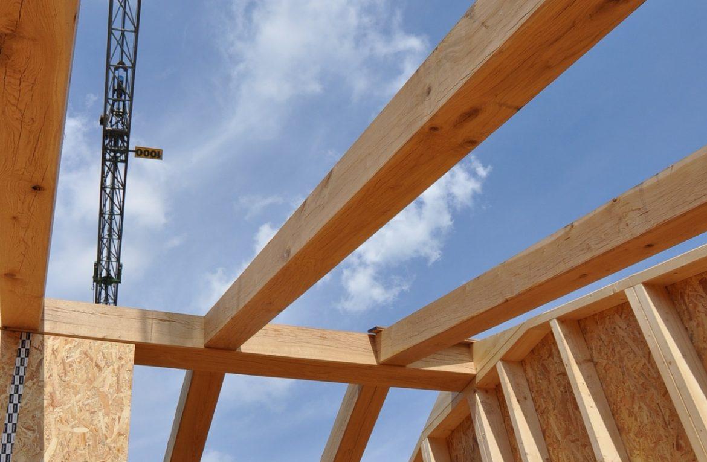 Konstrukcje drewniane vs murowane – rzetelna analiza
